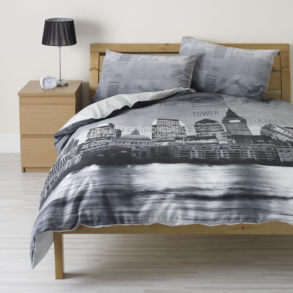 Wilko Animal Pillow : Wilko London Print Duvet Set Black Double
