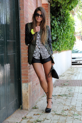 seams for a desire coat shirt shorts shoes t-shirt jewels bag sunglasses