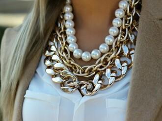jewels blanc collier chaine doré chemise jersey cardigan marrons