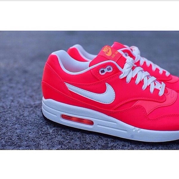 shoes nike air max nike air nike air max 1 air max nike air max 1 pink pink trainers pink shoes white white shoes trainers running shoes
