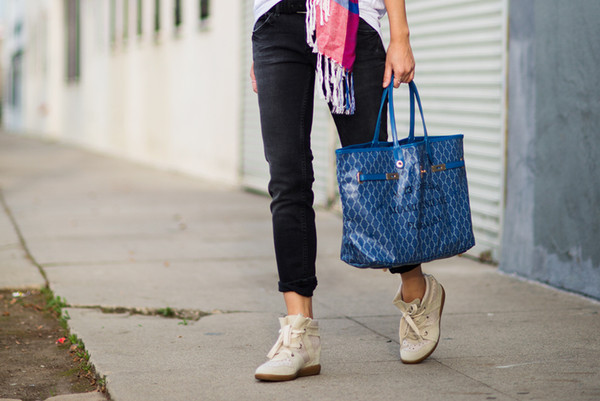 neon blush t-shirt jeans bag scarf shoes sunglasses