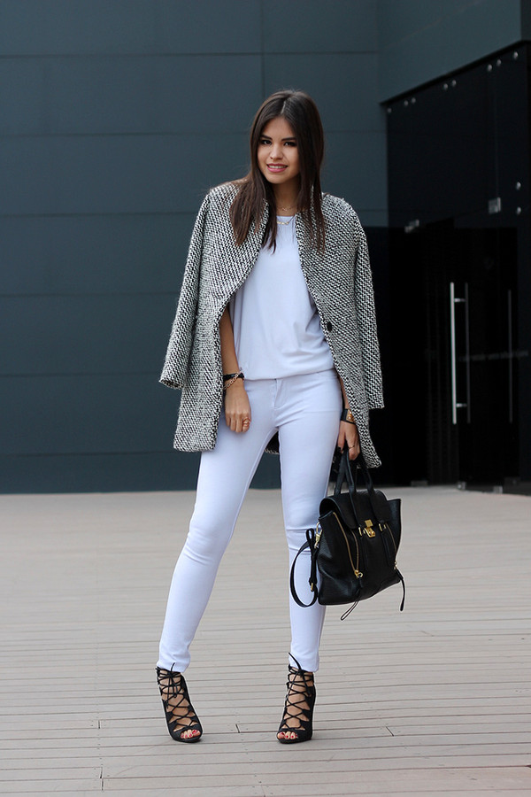 coat t-shirt shoes bag jewels grey coat white pants high heel sandals black bag handbag