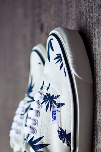 shoes vans blue palm print palm shoes sneakers basket leaves palm leaf palm tree print vans of the wall i am looking for the exactly same
