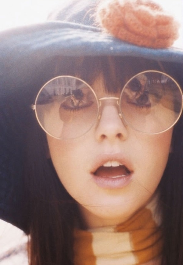 sunglasses vintage retro vintage glasses glasses round blue hat sunny summer fall outfits winter outfits spring round sunglasses model scarf hat floral