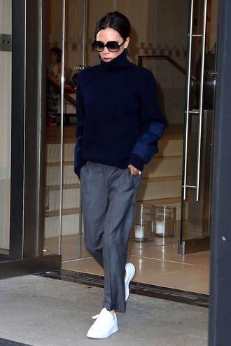 le fashion image blogger sunglasses sweater pants