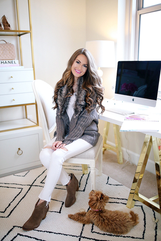 southern curls and pearls blogger shoes jeans t-shirt ankle boots grey cardigan white pants winter outfits