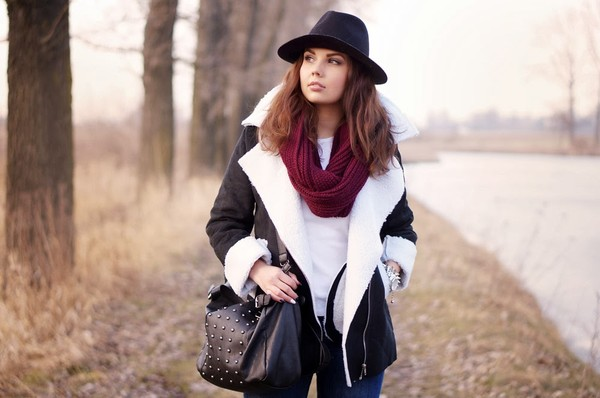 a piece of anna bag coat shoes scarf jeans t-shirt hat