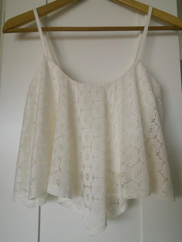 t-shirt crop tops hanky hem daisy cream blouse