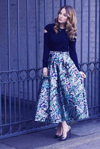 at fashion forte blogger midi skirt retro floral skirt black top floral midi skirt