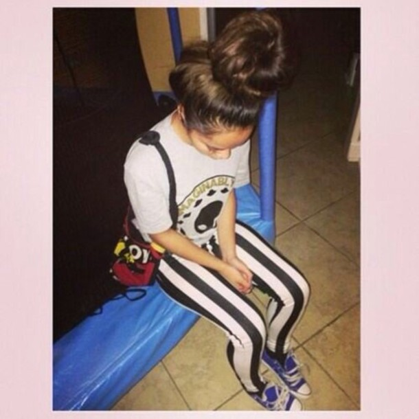 leggings fashion t-shirt shoes cute style outfit hair bun