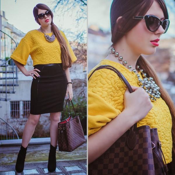 frau eismann t-shirt skirt jewels sunglasses shoes bag