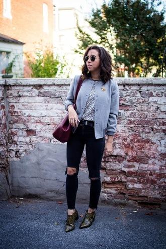 oh va darling blogger jeans top belt bag shoes sunglasses grey jacket skinny jeans ankle boots shoulder bag winter outfits