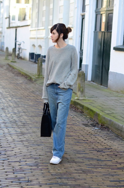 lovely by lucy blogger boyfriend jeans grey sweater casual