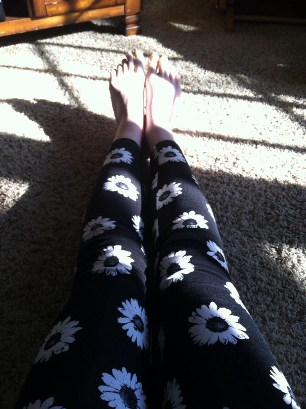 pants leggings daisy flowers black and white spring 2014 forever 21