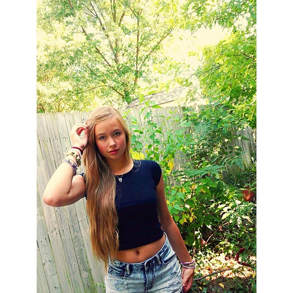 shorts acid wash jeans acid wash shorts black crop top summer outfits t-shirt