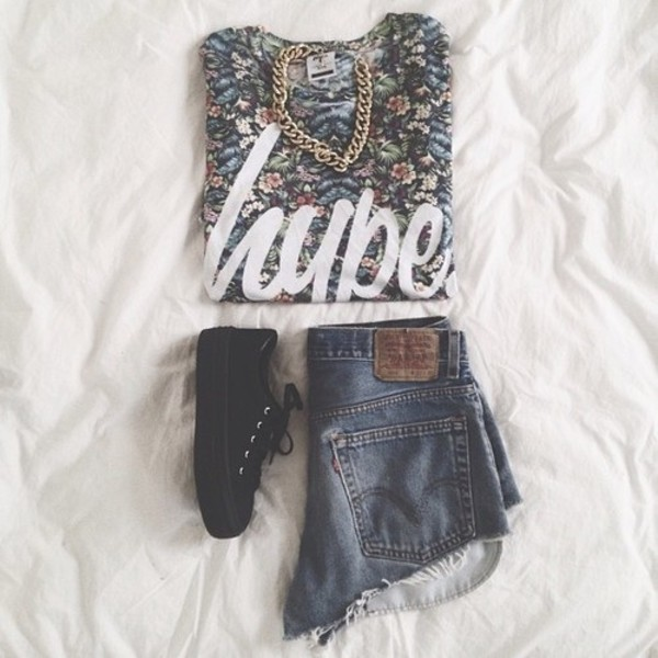 shirt hype pattern floral hipster shorts shoes jewels sweater print oversized sweater flowers pretty gold inspiration black shoes black platform shoes jewelry short fashion clothes outfit blouse shirt flowers chains shorts shoes t-shirt top