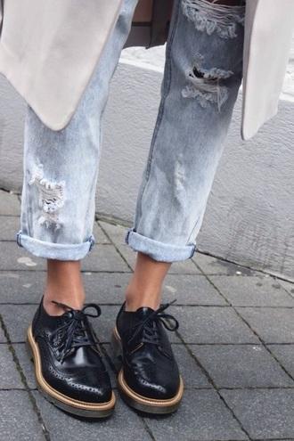 shoes jeans boyrfriend jeans ripped jeans oxfords black hipster black oxfords shiny tumblr fashion woman derbies classic
