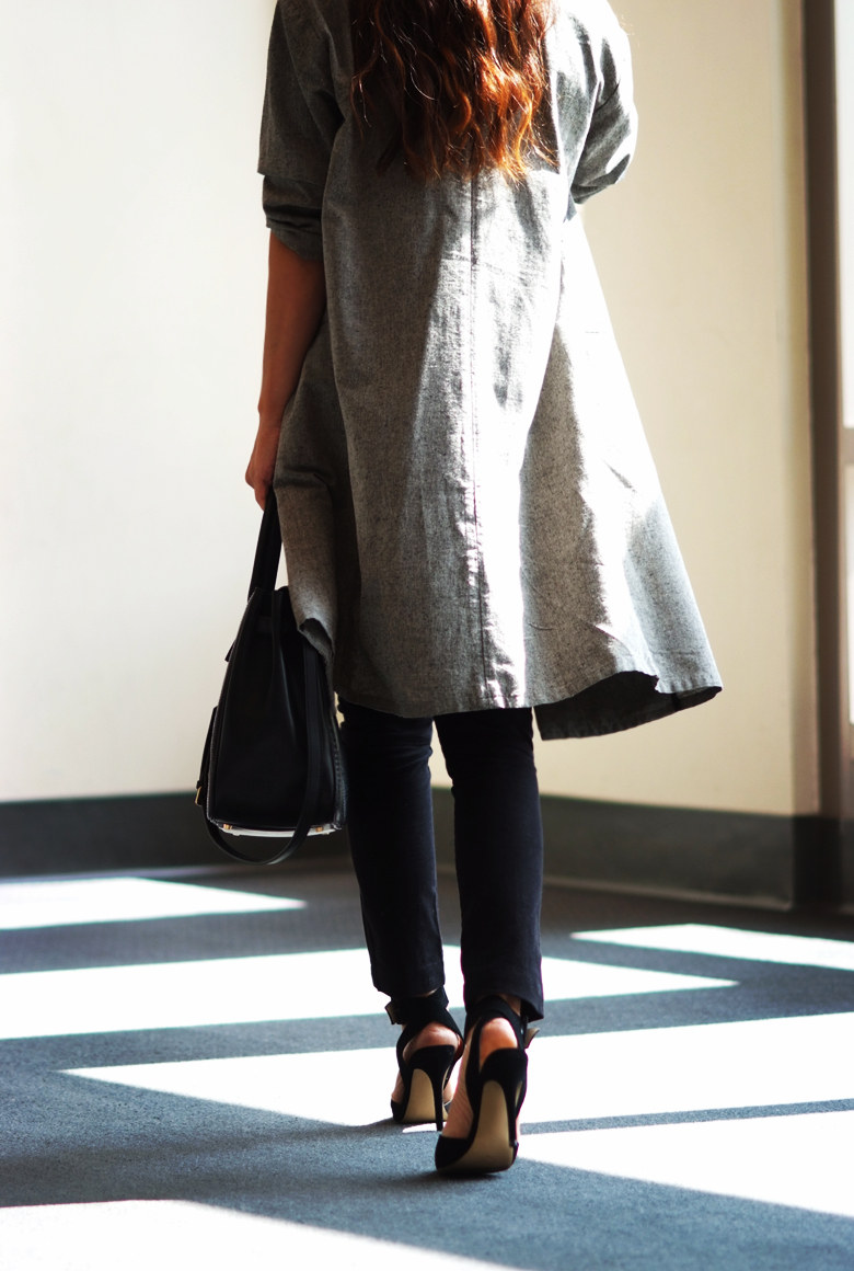 Minimalist Style: Gray Oversized Long Coat   Skinny Jeans   Hallie Daily