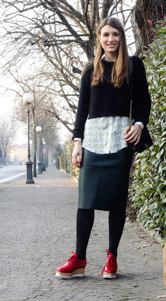style and trouble blogger leather skirt white shirt cropped sweater shirt sweater bag shoes skirt