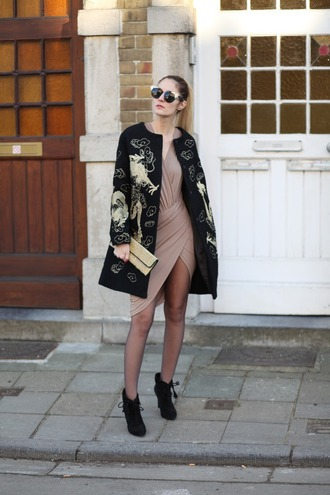 from brussels with love blogger dress shoes coat bag tights clutch black coat ankle boots