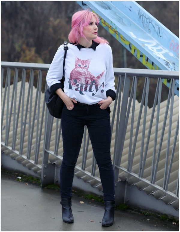 like a riot sweater jeans shoes bag