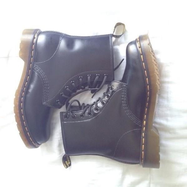 shoes black black shoes boots combat boots little black boots vintage boots plataform boots