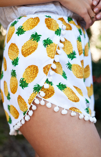 shorts pineapple cute pom pom pineapple shorts pom pom shorts clothes hipster fashionista pants yellow green tassel pom pom pineapple shorts pineapple print pretty summer cute shorts pineapple pattern white beach shorts beach tan sun sand surf fruits shoes bobbles pom poms pattern pinapples tropical orange pineaple short