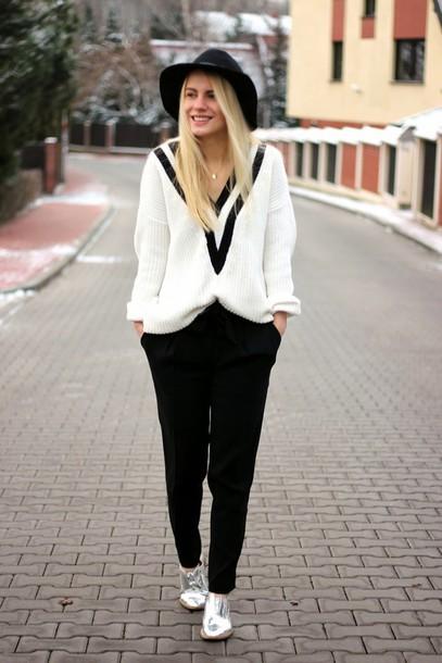 je suis monika blogger pants hat oversized sweater silver shoes derbies boyish non-binary Gender Neutral