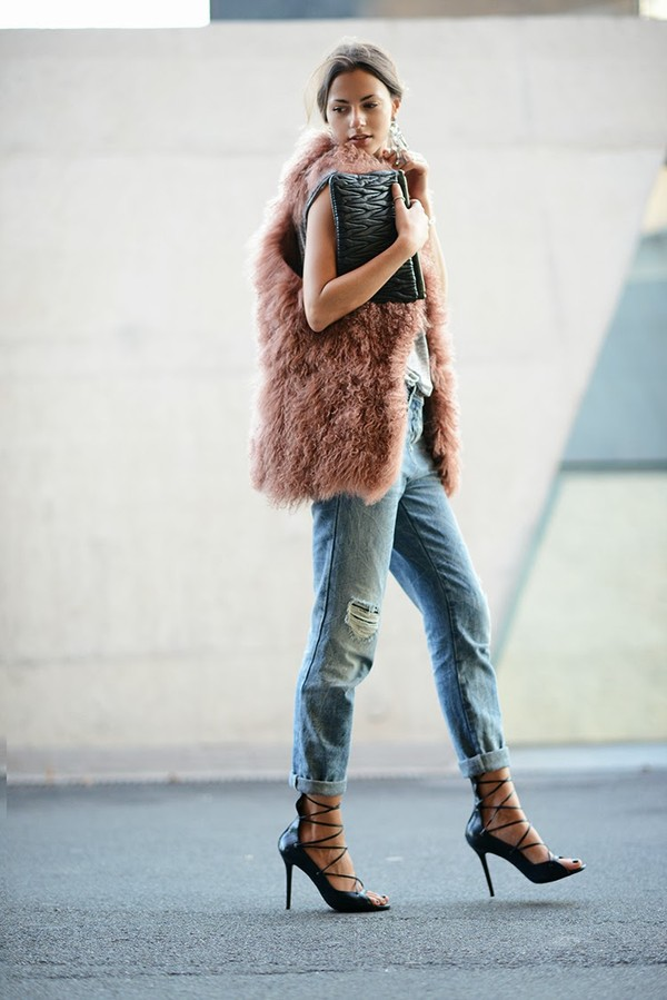 fashion vibe jeans t-shirt shoes bag jewels jacket