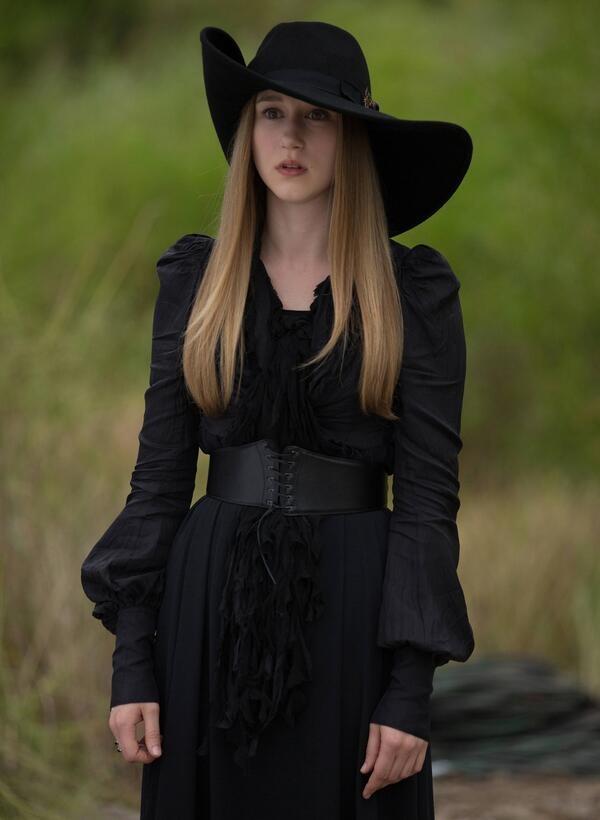 dress clothes black dress black hat celebrity celebrity style