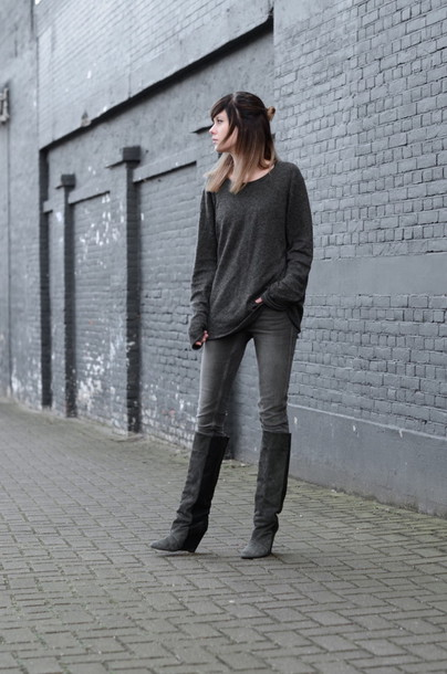 lovely by lucy blogger grey jeans grey sweater