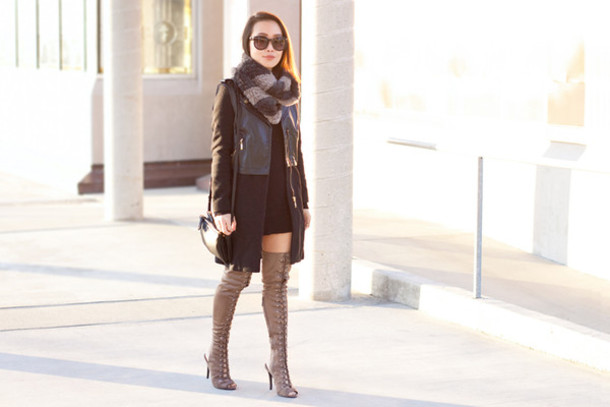 it's not her it's me blogger scarf sweater coat shoes bag sunglasses jewels