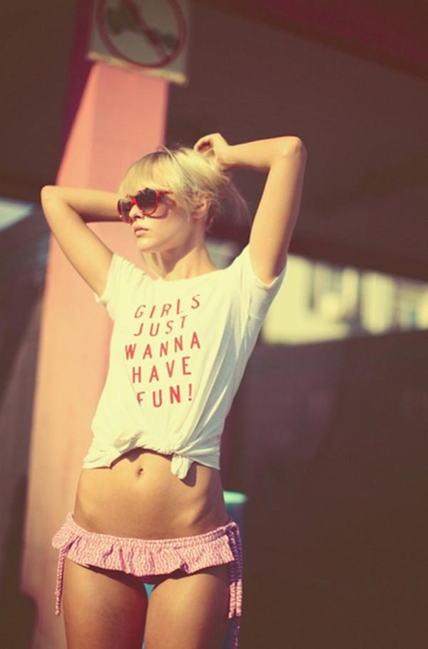 t-shirt girls just wanna have fun !