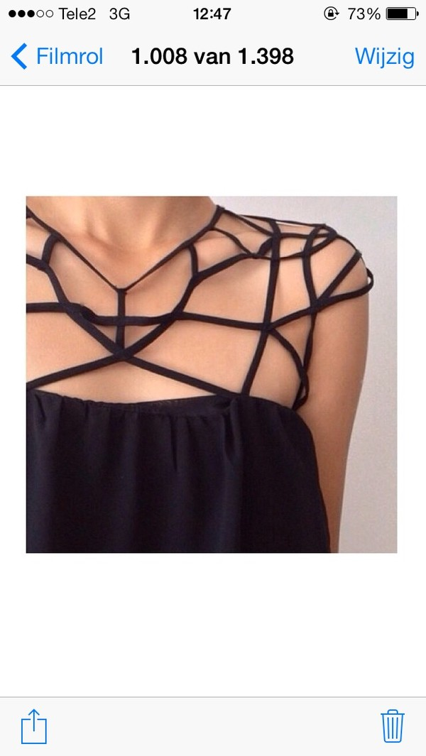 t-shirt black cage top