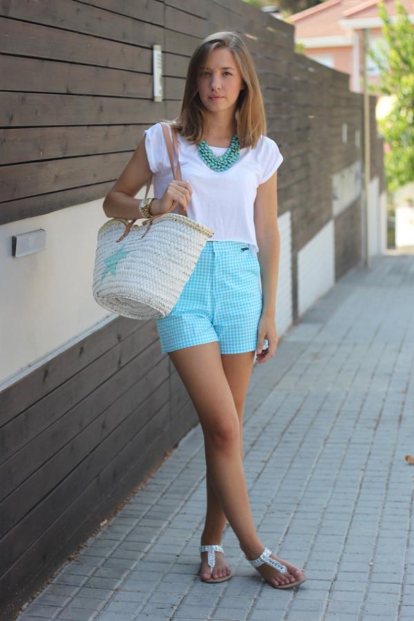 say queen t-shirt shorts jewels shoes bag