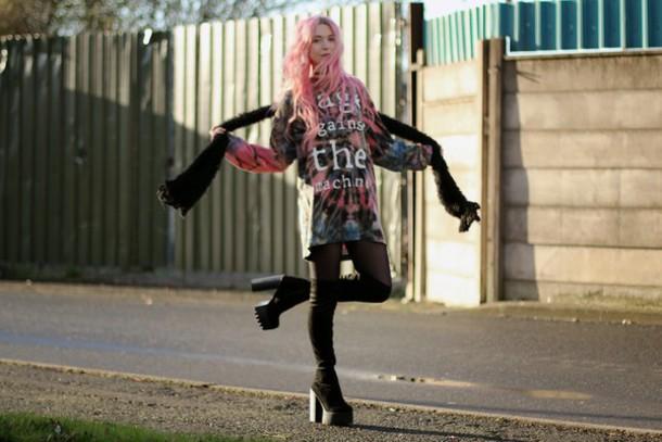 kayla hadlington blogger scarf tie dye cleated sole t-shirt dress