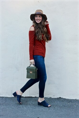 lamariposa blogger sweater pants hat bag t-shirt jewels felt hat mules skinny jeans red sweater