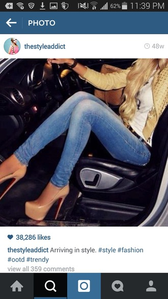 jeans full outfit yellow jacket nood pumps blue jeans jacket