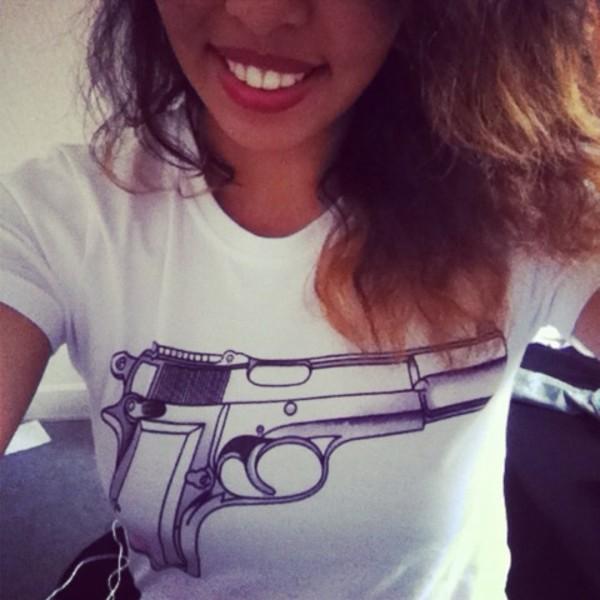 t-shirt gun chanel white pink
