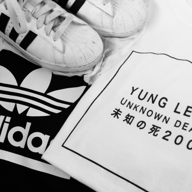 shoes adidas sneakerals sneakers white sneakers t-shirt sockss