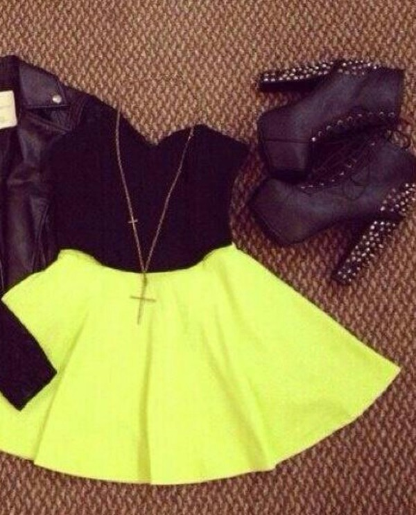 skirt yellow high waisted short elegant top black top shoes boots style