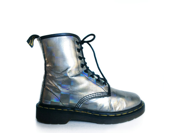 90's Hologram Metallic Dr. Martens Boots // door FeelingVagueVintage