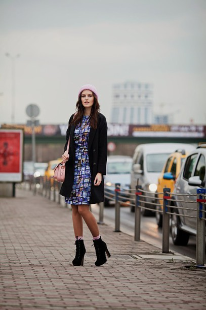 the bow-tie blogger coat patterned dress shift dress black coat winter dress platform lace up boots dress hat bag shoes