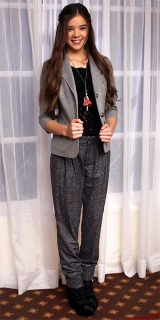pants hailee steinfled shiny pendant necklace harem pants red carpet blazer outfit chic
