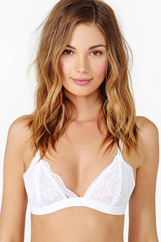 Donna Lace Bralette - White in  Clothes at Nasty Gal