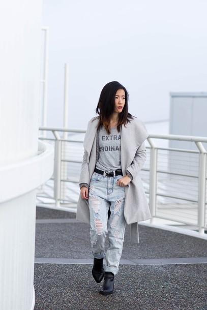 von vogue blogger t-shirt cardigan coat jeans shoes