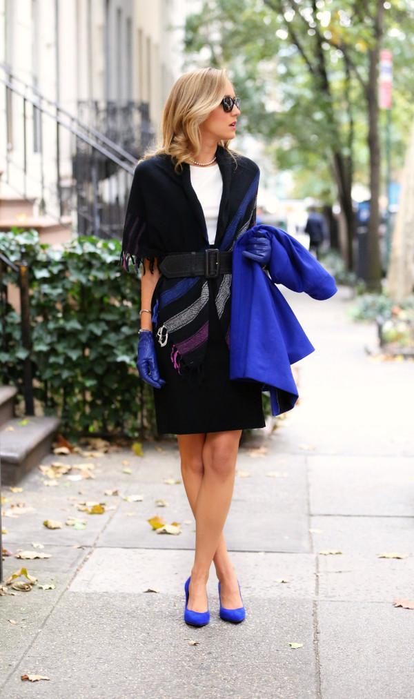 the classy cubicle scarf dress coat shoes belt jewels sunglasses