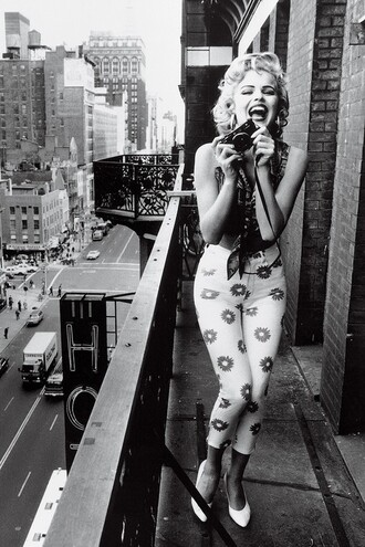 jeans daisy floral flowers summer celebrity marilyn monroe high waisted jeans shirt shoes vintage pants skinny jeans blouse dress