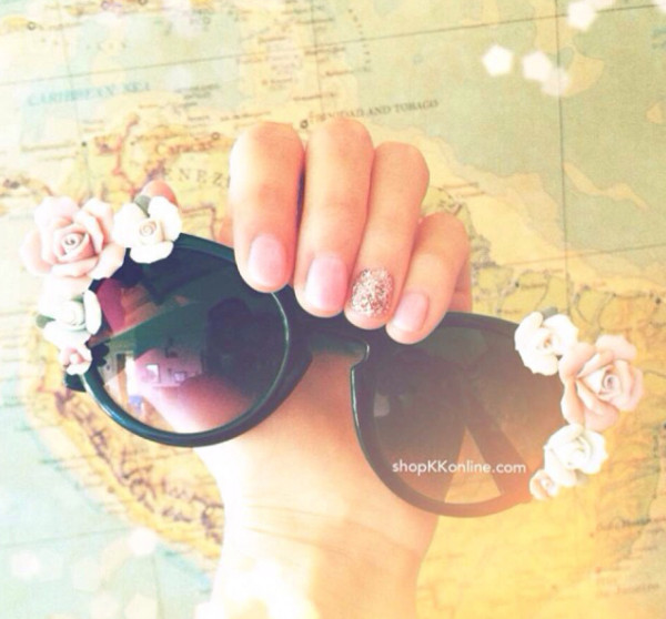 sunglasses flowers nails