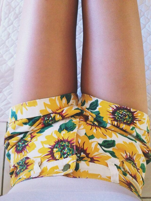 shorts sunflower shorts summer clothes tumblr clothes short high waisted cute sunflower sunflower yellow white denim High waisted shorts flowers style floral fashion girly teenagers boogzel